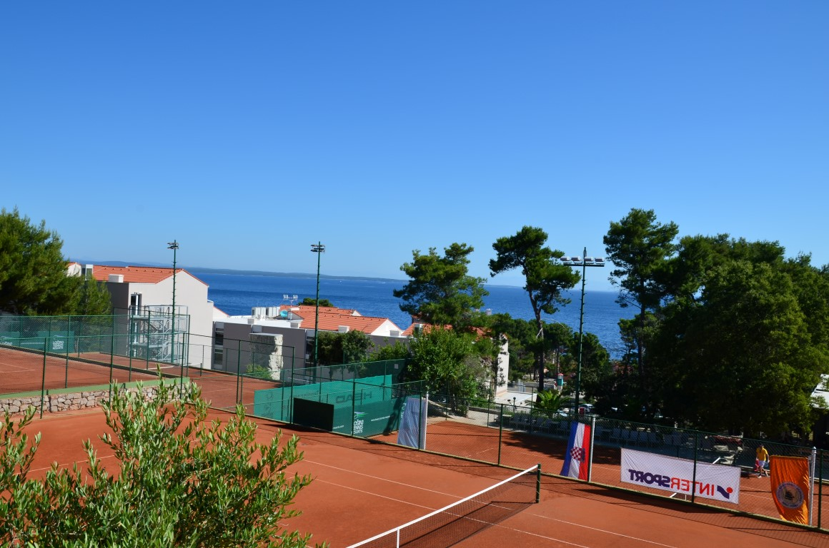 You are browsing images from the article: Podium w debiucie Dominiki w Tennis Europe do lat 16 w Chorwacji!
